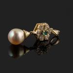 Ref. T-140 Colgante con brillante, esmeralda y perla