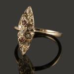 Anillo lanzadera con rubíes y diamantes