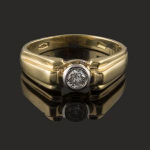 anillo solitario de oro amarillo